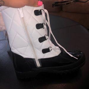 Shoes - Zip up duck boot type shoe.